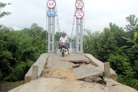 Quang Nam: Cau treo gan 3,2 ty moi khanh thanh da sut lo - Anh 1