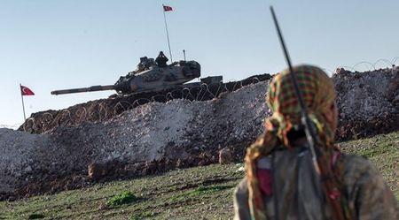 De phong Nga, Tho Nhi Ky trien khai them 20 xe tang den bien gioi voi Syria - Anh 1