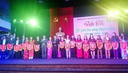 """Hoi thi """"Co giao tai nang duyen dang"""" nganh GDDT huyen Phu Xuyen (Ha Noi) nam hoc 2015 - 2016 - Anh 1"""
