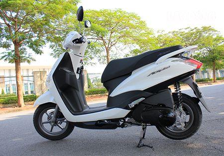 Mua xe cuoi nam: Yamaha Acruzo co du tot de qua mat Honda Lead? - Anh 1