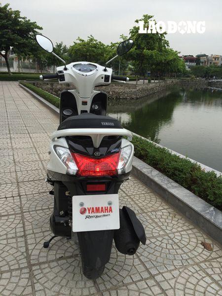 Mua xe cuoi nam: Yamaha Acruzo co du tot de qua mat Honda Lead? - Anh 7