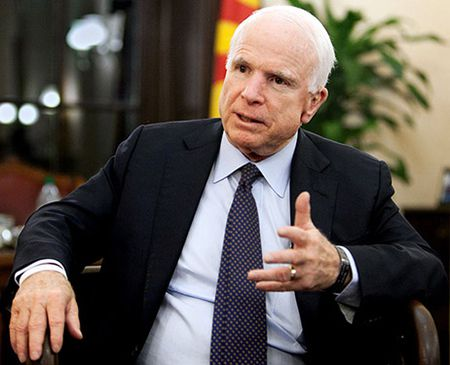 Thuong nghi si John McCain muon Viet Nam cung tuan tra voi My gan dao nhan tao tren Bien Dong - Anh 1
