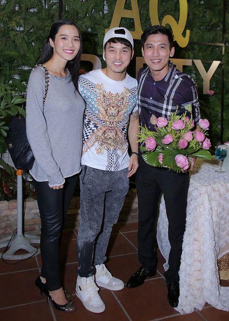 Ung Hoang Phuc dua ba xa di tiec sinh nhat - Anh 3