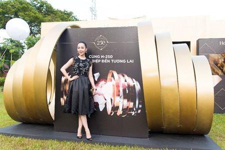Nguoi dep phim 'Quyen' khoe ve goi cam, do dang voi Linh Nga - Anh 1