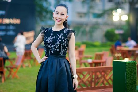 Nguoi dep phim 'Quyen' khoe ve goi cam, do dang voi Linh Nga - Anh 3