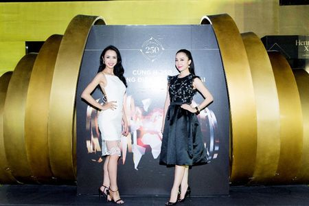 Nguoi dep phim 'Quyen' khoe ve goi cam, do dang voi Linh Nga - Anh 4