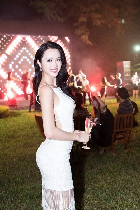 Nguoi dep phim 'Quyen' khoe ve goi cam, do dang voi Linh Nga - Anh 5