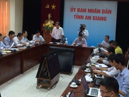 3 can bo 'co loi' khi dung facebook che Chu tich tinh - Anh 1