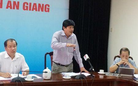 3 can bo 'co loi' khi dung facebook che Chu tich tinh - Anh 3