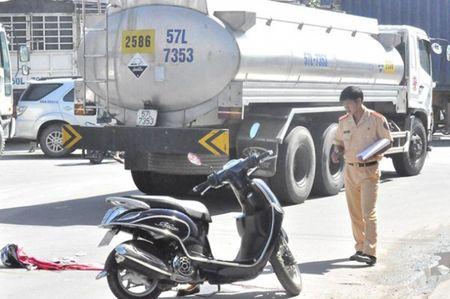 Tong phai xe bon, co gai tre nga xuong duong tu vong - Anh 1