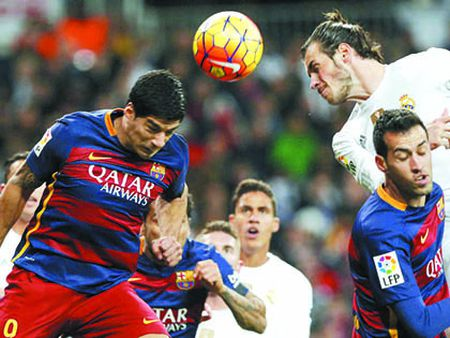Barcelona de bep Roma 6-1: Barcelona trang kien hon voi Messi - Anh 2