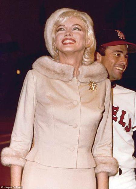 Ngam loat anh doi thuong sieu hiem cua Marilyn Monroe - Anh 11