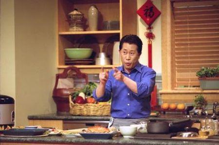 Dau bep Martin Yan: Tap cho chong con an rau cung la cuoc chien - Anh 1