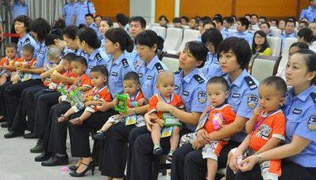 Cuoc giai cuu 10 be trai Viet Nam va nghi an buon ban tre em lay noi tang - Anh 1