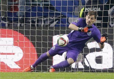 Lo dien ben do moi cua Casillas - Anh 1