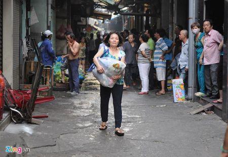 Om cho cung, tivi thao chay trong vu chay o Sai Gon - Anh 8