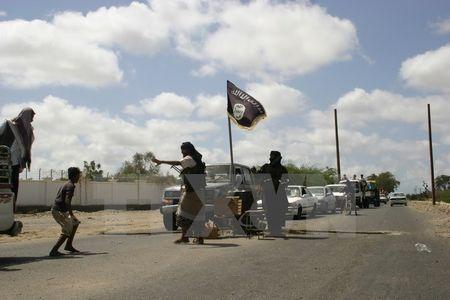 Cac phan tu al-Qaeda chiem 2 thi tran lon o mien Nam Yemen - Anh 1