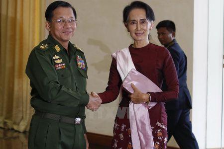 Tu lenh quan doi Myanmar va ba San Suu Kyi nhat tri hop tac - Anh 1