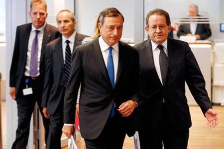 Eurozone quyet dua lam phat tro lai 2% - Anh 1