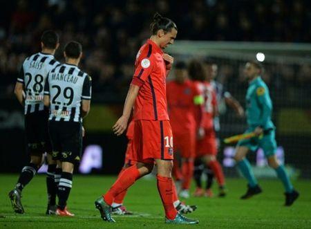 PSG be tac, Ligue 1 'tit ngoi' - Anh 2