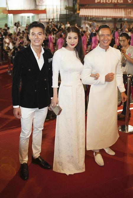 Truong Ngoc Anh, Kim Ly dien do doi gay 'nao loan' tham do - Anh 1