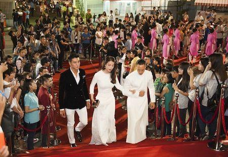 Truong Ngoc Anh, Kim Ly dien do doi gay 'nao loan' tham do - Anh 2