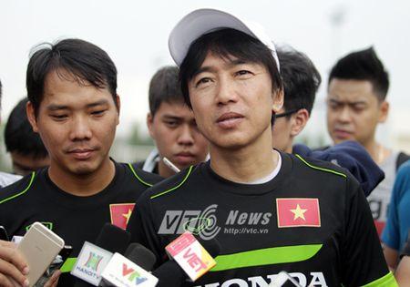 HLV Miura mu mit ve tuong lai, van nguyen cong hien cho bong da Viet Nam - Anh 1