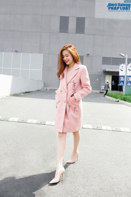 Street style xuong pho chat nhu Hoang Thuy Linh - Anh 6