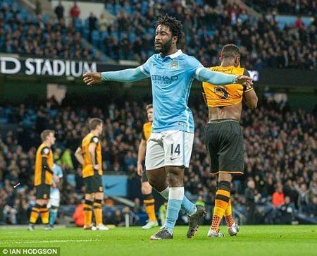 Bony no sung, Man City thang de Hull City vao ban ket Cup Lien doan - Anh 1