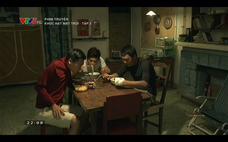 Phim Khuc hat mat troi - Tap 3: Vi noi lo com ao gao tien, Quang Tuan 'bo roi' Nha Phuong - Anh 9