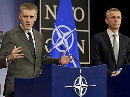 NATO lai thach thuc Nga - Anh 1