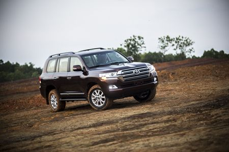 Toyota Land Cruiser phien ban moi, gia 2,8 ty dong tai Viet Nam - Anh 10