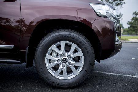 Toyota Land Cruiser phien ban moi, gia 2,8 ty dong tai Viet Nam - Anh 14