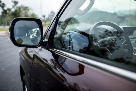Toyota Land Cruiser phien ban moi, gia 2,8 ty dong tai Viet Nam - Anh 15