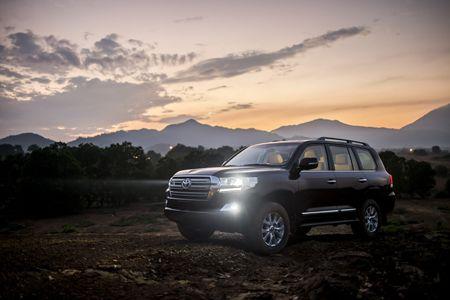 Toyota Land Cruiser phien ban moi, gia 2,8 ty dong tai Viet Nam - Anh 1