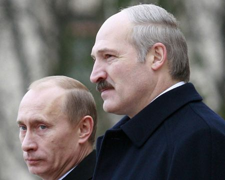 Kho khan kinh te co the day Belarus xa roi Nga - Anh 1