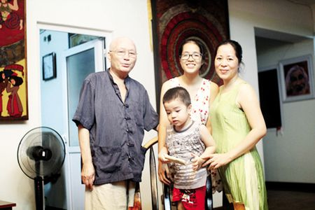 Vo tre giup nha van Nguyen Khac Phuc chong choi voi benh ung thu - Anh 1