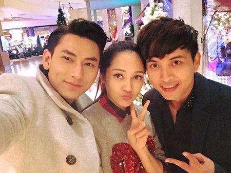 Sao Viet 2/12: Jun Vu len bia tap chi Thai, Hari Won 'khoa moi' ban gai - Anh 3
