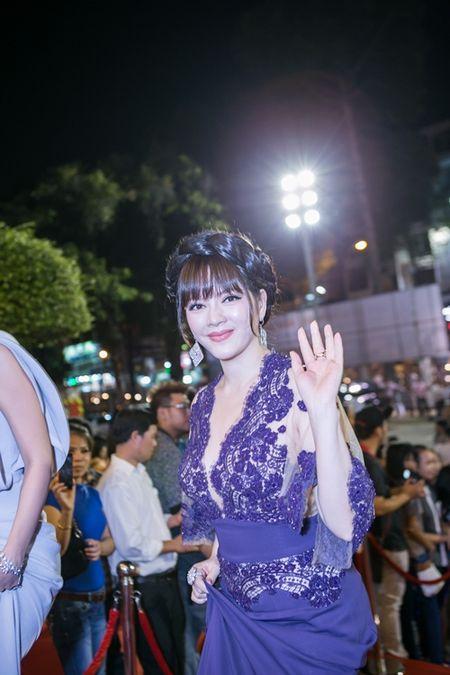 Rung sao khoe sac tren tham do Lien hoan phim lan thu 19 - Anh 10