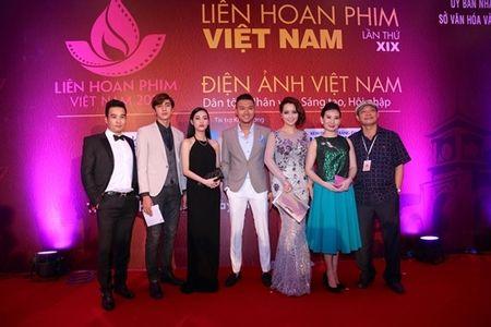 Rung sao khoe sac tren tham do Lien hoan phim lan thu 19 - Anh 3