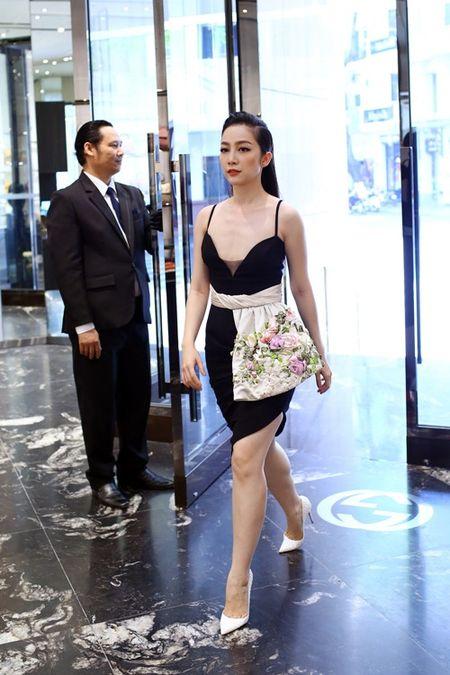 Linh Nga dien vay hai day di mua hang hieu du su kien - Anh 4