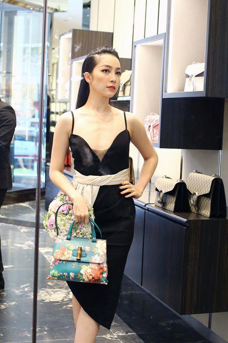 Linh Nga dien vay hai day di mua hang hieu du su kien - Anh 6