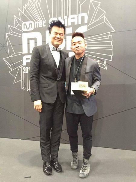 Phuc Bo bat ngo nhan giai cung JYP tai MAMA 2015 - Anh 1
