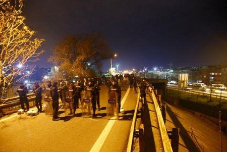 Tho Nhi Ky: Bom ong phat no tren cau vuot, 5 nguoi bi thuong - Anh 2