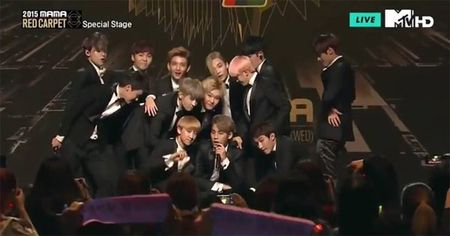 EXO giat giai Nghe si chau A co phong cach an tuong nhat o MAMA 2015 - Anh 34