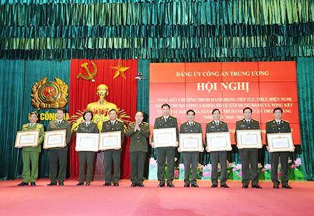 Dang bo Cong an Trung uong di dau trong quan triet, thuc hien Nghi quyet Trung uong 4 (khoa XI) - Anh 4
