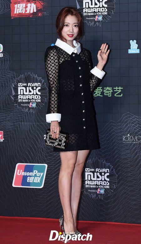 Dan my nu xu Han khoe sac long lay tren tham do MAMA 2015 - Anh 1