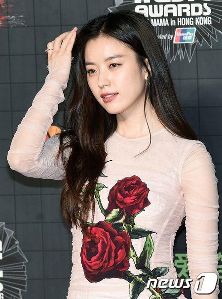 Dan my nu xu Han khoe sac long lay tren tham do MAMA 2015 - Anh 5