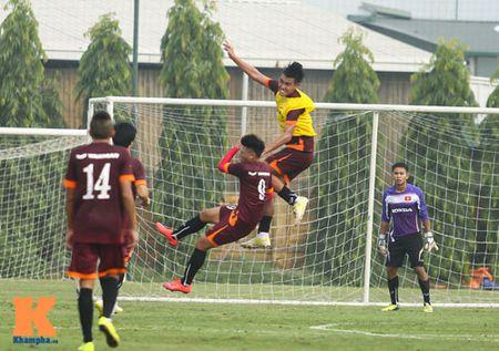 """U23 Viet Nam: Cong Phuong """"toa sang"""" buoi tap dau - Anh 10"""