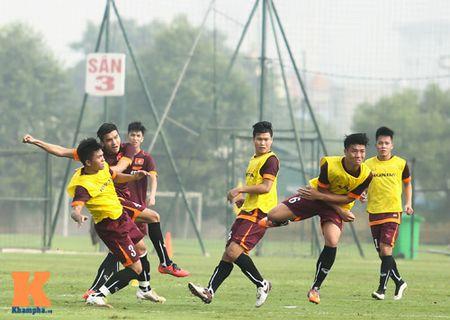 """U23 Viet Nam: Cong Phuong """"toa sang"""" buoi tap dau - Anh 11"""